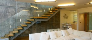 Equilibrium open stairs with exposed stairs support