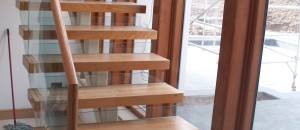 Open step feature for contemporary staircases